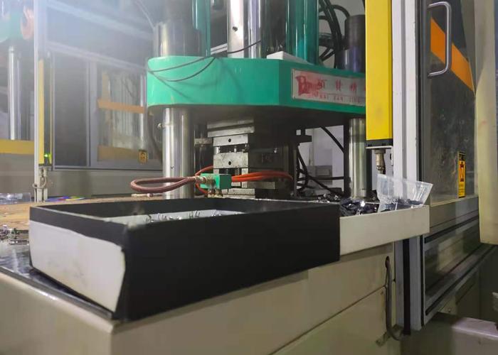 东莞市包胶加工厂立式注塑机