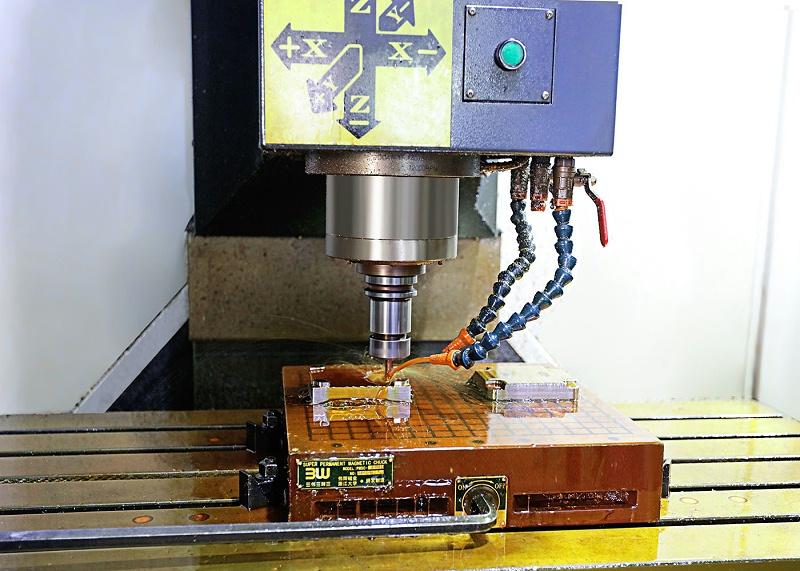注塑模具厂家CNC