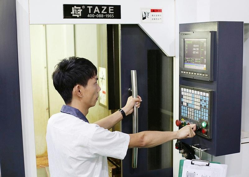 东莞美容仪器厂CNC机床