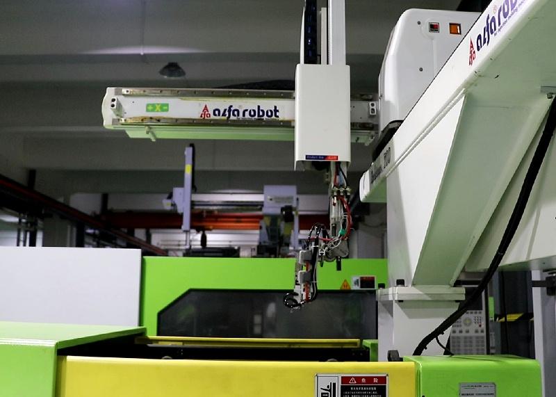 双色塑胶模具厂注塑机器