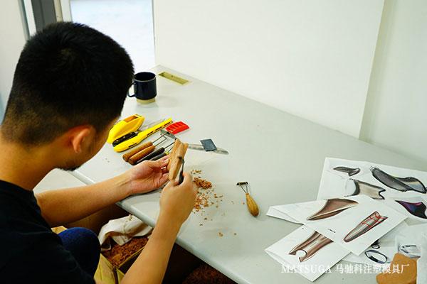 东莞市马驰科注塑模具厂原创手工雕刻