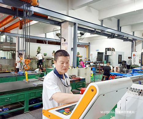 东莞市马驰科立式包胶注塑模具加工厂